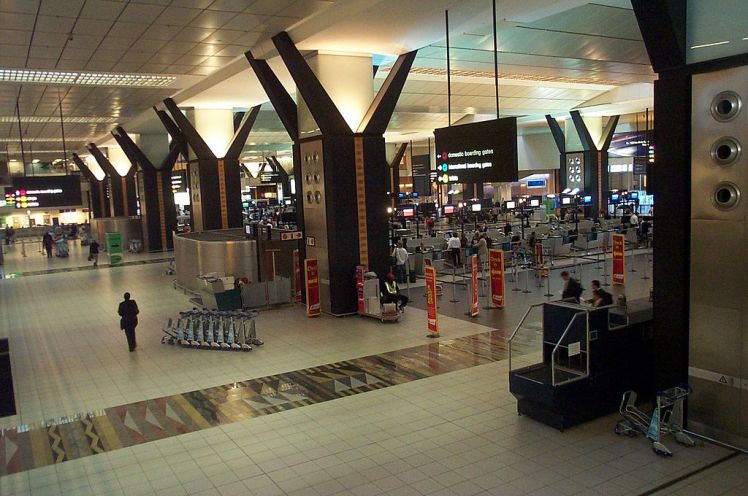 1024px-or_tambo_international_airport_2007